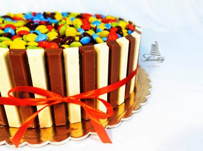 torta kinder e smarties by smoothly